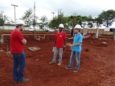 Gabriel Cadini visitou a execução das obras do Centro poliesportivo.