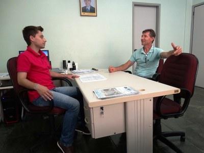 Jandir Pietrobon trazendo algumas reivindicações ao presidente da Câmara Gabriel Cadini