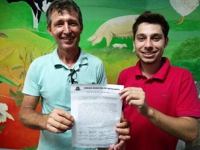 Presidente do Legislativo entrega ao presidente do Sindicato dos Trabalhadores Rurais cópia de Moção de Repúdio 01/2017
