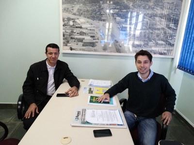 Presidente Gabriel recebe visita em seu gabinete.