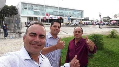 Vereadores Aldair e Jebson juntos com o vice-prefeito Enio em Curitiba.