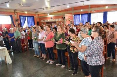 Vereadores Gabriel e Kika participaram de atividade do clube do vovô da Sede em homenagem as mães.