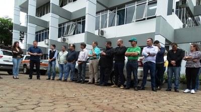 Vereadores participam de entrega de novo veículo para o gabinete