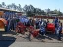 Vereadores acompanham entrega de equipamentos agrícolas